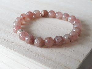 Aardbeienkwarts armband met zilver