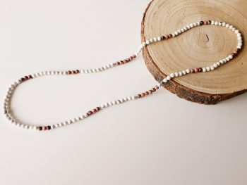 lange halsketting - edelstenen - howliet - rhodoniet